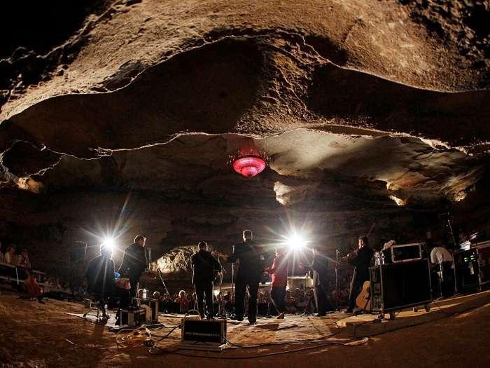 سالن کنسرت در غار