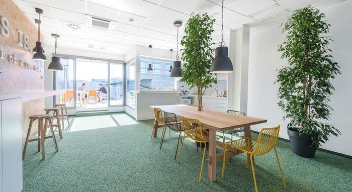 طراحی داخلی دفتر کار KMAG