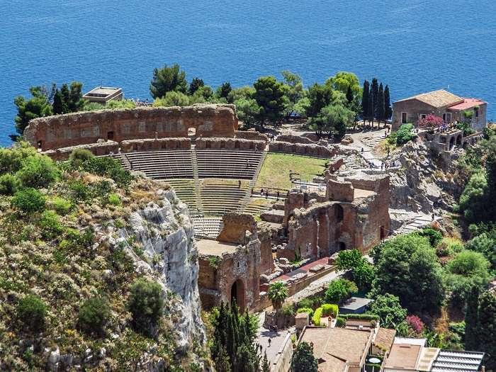 سالن تئاترِ یونانی