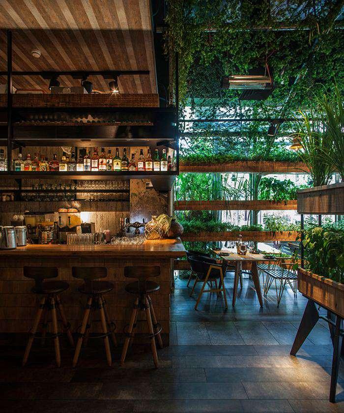 رستوران دارای دیوار سبز