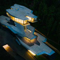 طراحی خانه مسکونی لاکچری توسط زاها حدید