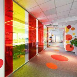 طراحی داخلی دفتر کار رنگارنگ و منحصر به فرد