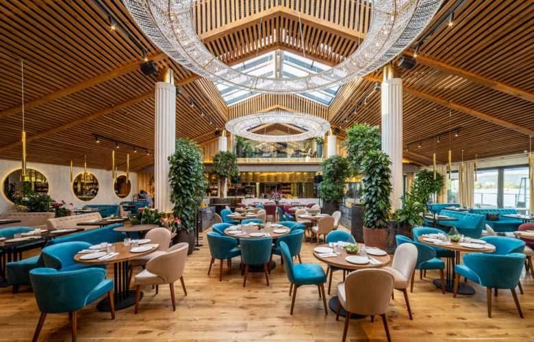 رستوران با تم آبی