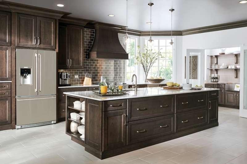دیزاین آشپزخانه با کابینت های قهوه ای