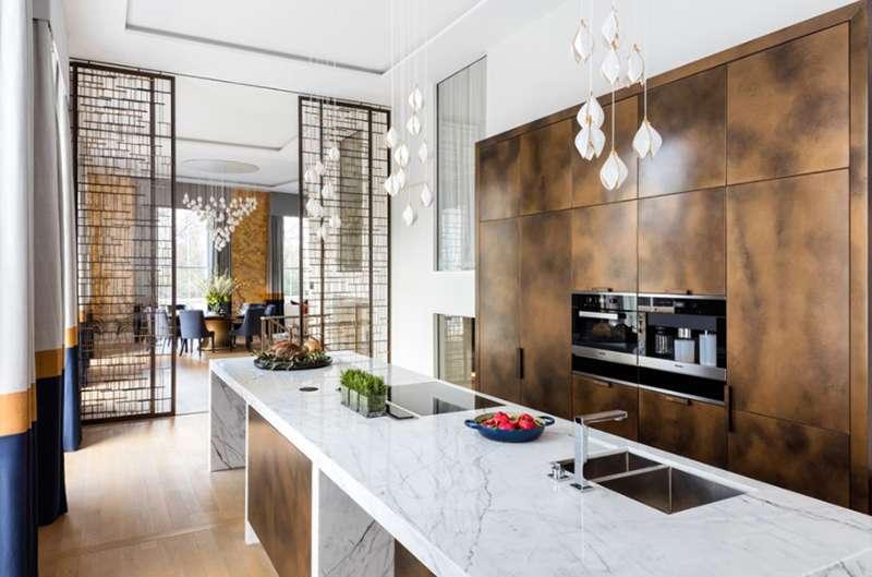 چوب قهوه ای در دکوراسیون آشپزخانه