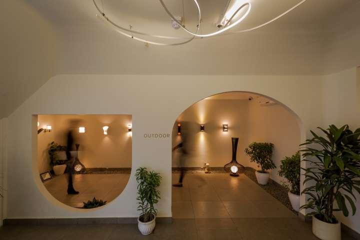 طراحی داخلی گالری هنری نور