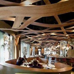 طراحی داخلی رستوران با چوب