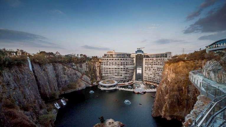 هتل زمین خراش