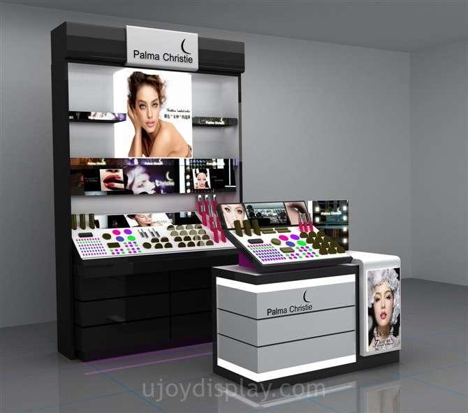 دکوراسیون فروشگاه لوازم آرایش