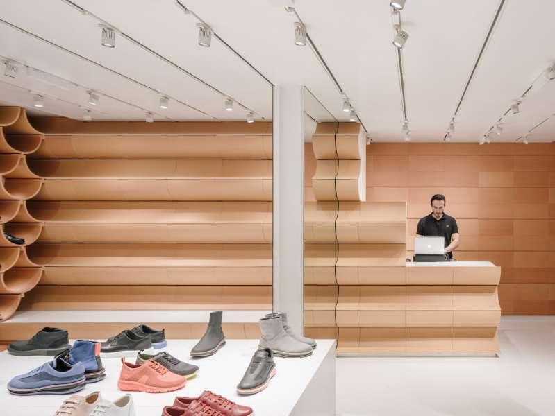 طراحی و دکوراسیون کفش فروشی