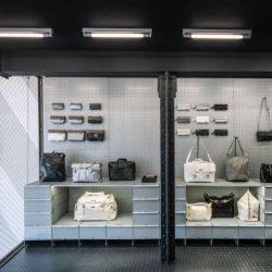 طراحی داخلی فروشگاه کیف و کفش در هلند