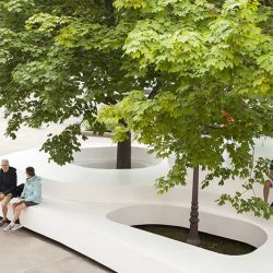 ایده خلاقانه تلفیق مبلمان شهری با عناصر طبیعی