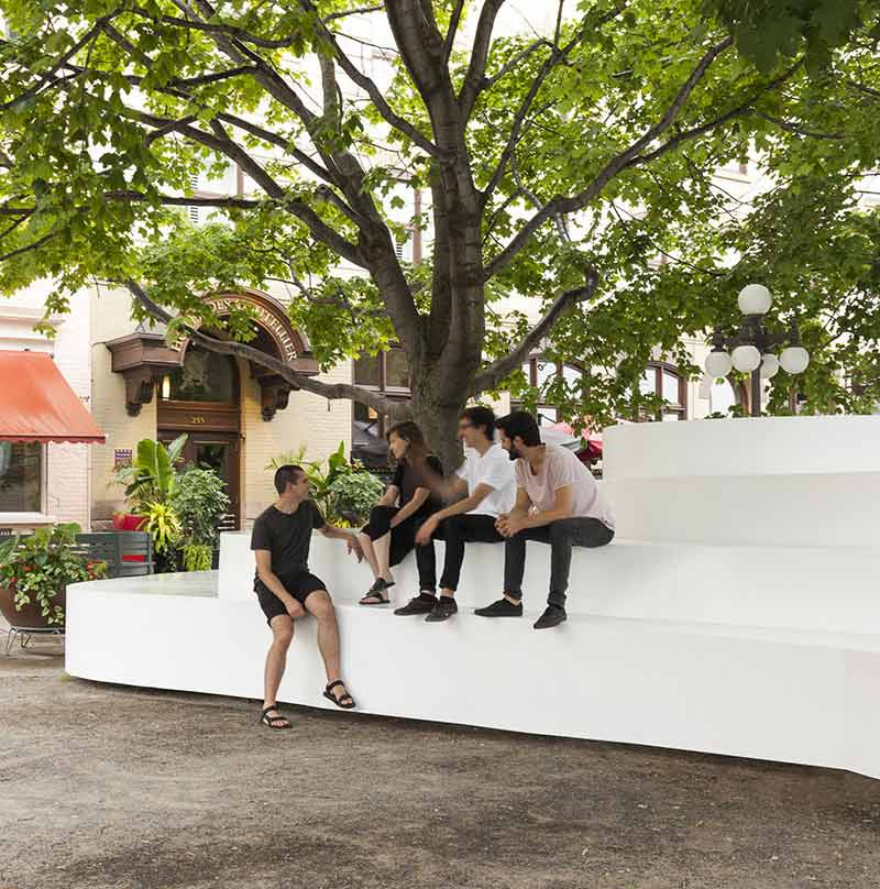 تلفیق مبلمان شهری با عناصر طبیعی