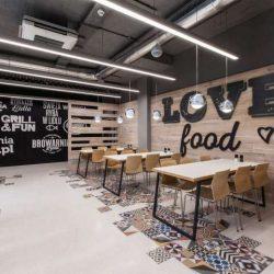 طراحی رستوران مدرن با رویکرد تعامل مشتریان و کارمندان