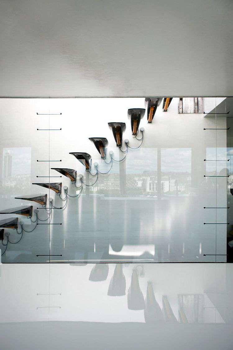 طراحی پله مدرن با نمایی دراماتیک