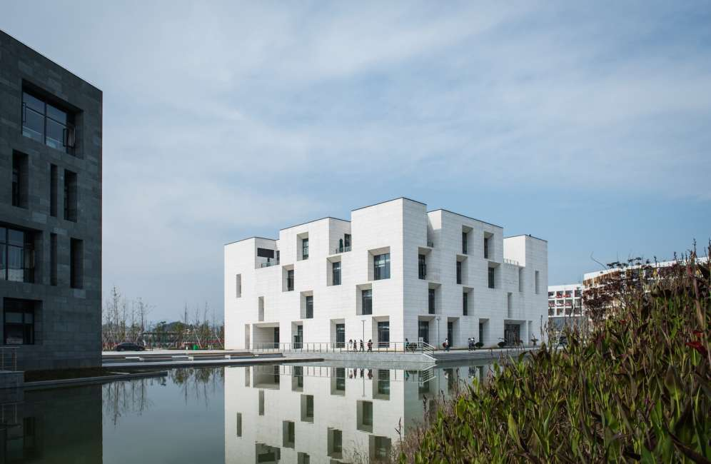 طراحی ساختمان با المان آب