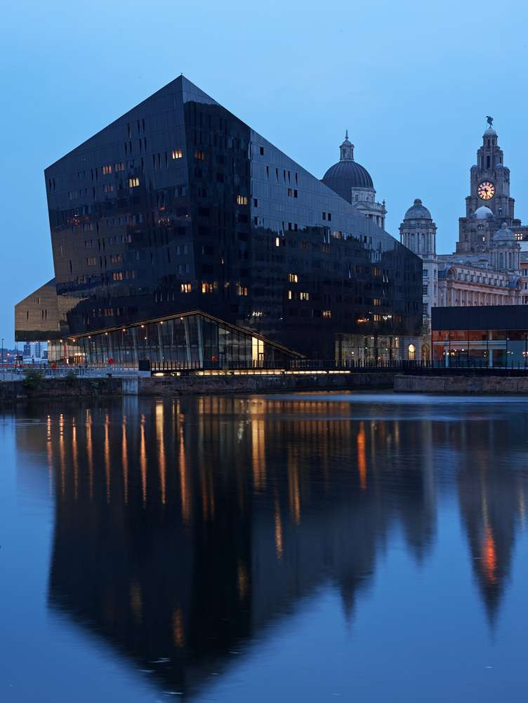 نقش آب در طراحی ساختمان معماری