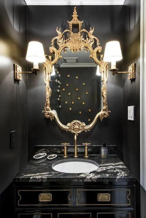 آینه های مجلل با قاب های طلایی یا نقره ایی