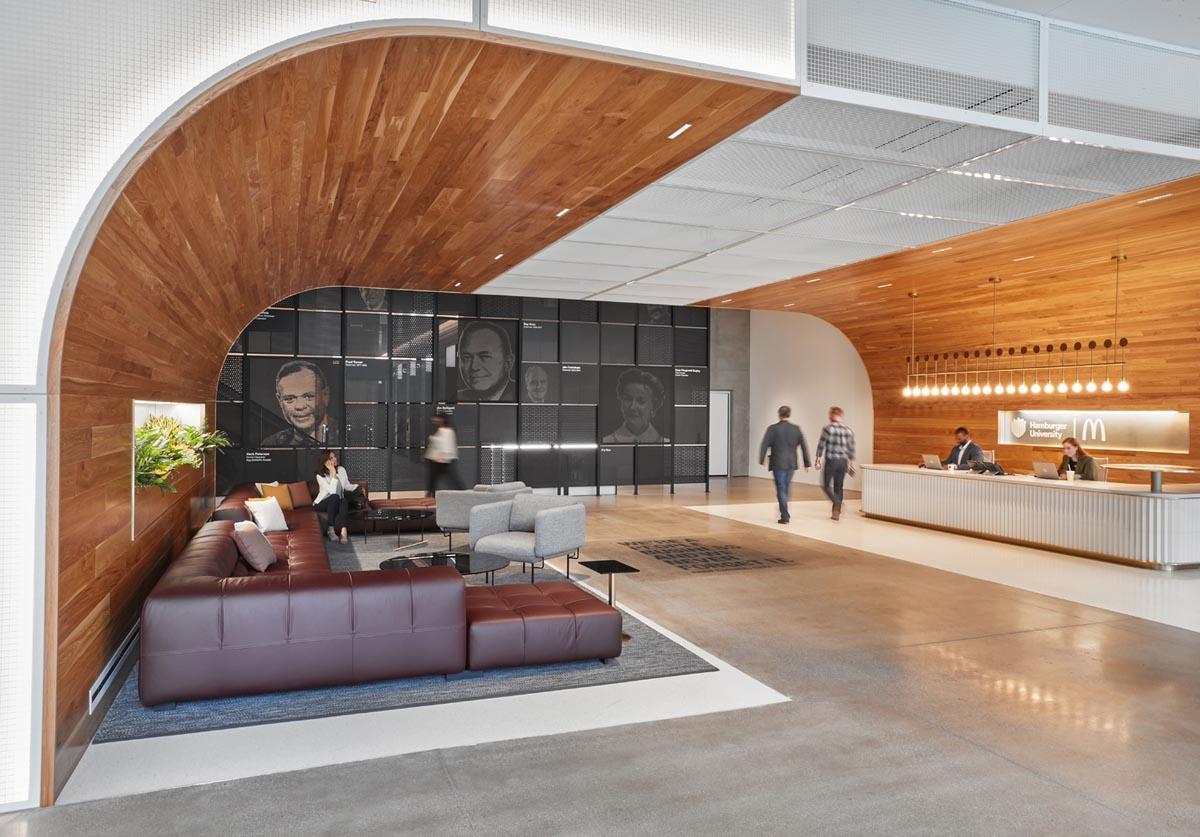 تنوع بصری در طراحی داخلی دفتر کار مرکزی مک دونالد
