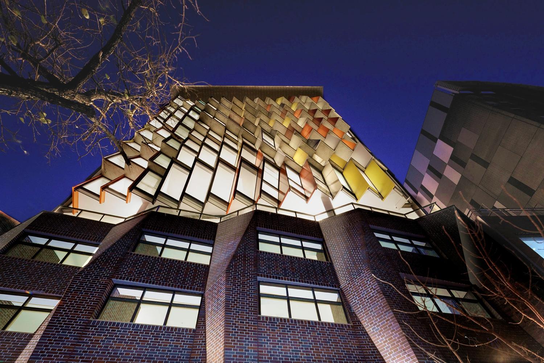 طراحی نمای پارامتریک ساختمان مسکونی تجاری