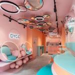 طراحی داخلی کافه دسر با رنگ های پاستلی