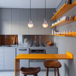 دکوراسیون داخلی میکرو آپارتمان با پالت رنگی خاکستری و زرد