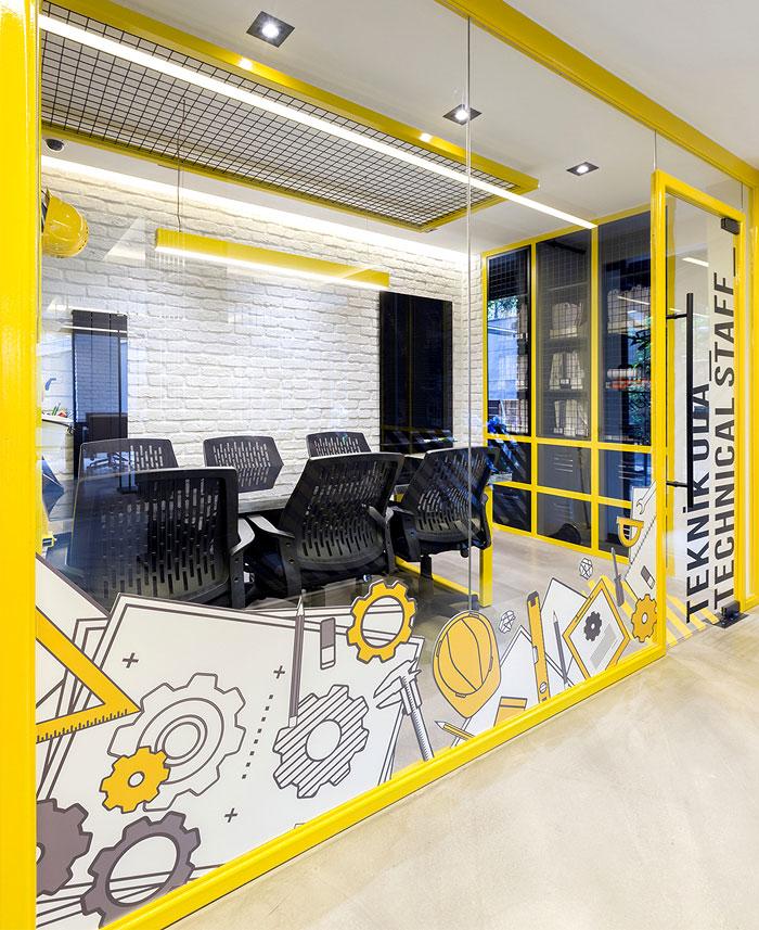 رنگ زرد و سیاه در دکوراسیون ادارای