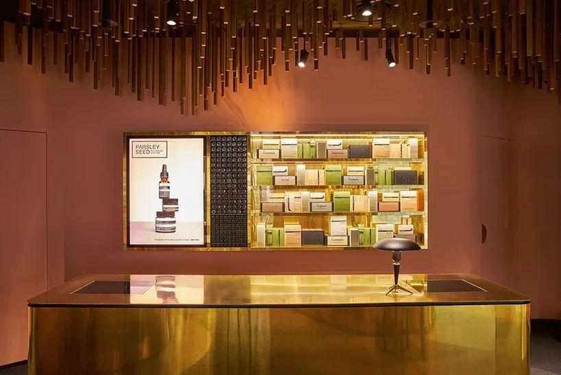 طراحی داخلی فروشگاه محصولات مراقبت از پوست و مو