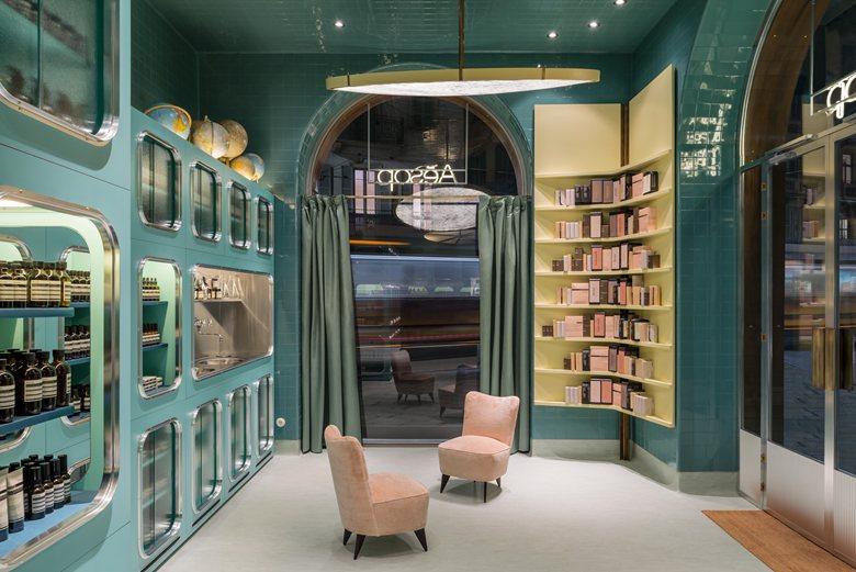 طراحی داخلی فروشگاه لوازم آرایشی و بهداشتی