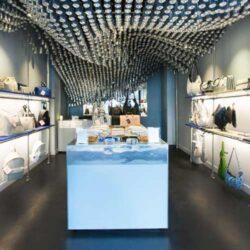 طراحی داخلی فروشگاه کیف با 60 هزار قوطی نوشیدنی