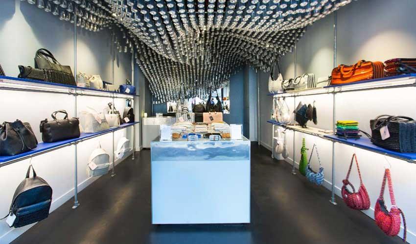 طراحی داخلی فروشگاه کیف