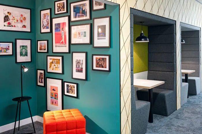 دکوراسیون داخلی دفتر کار مدرن و رنگارنگ