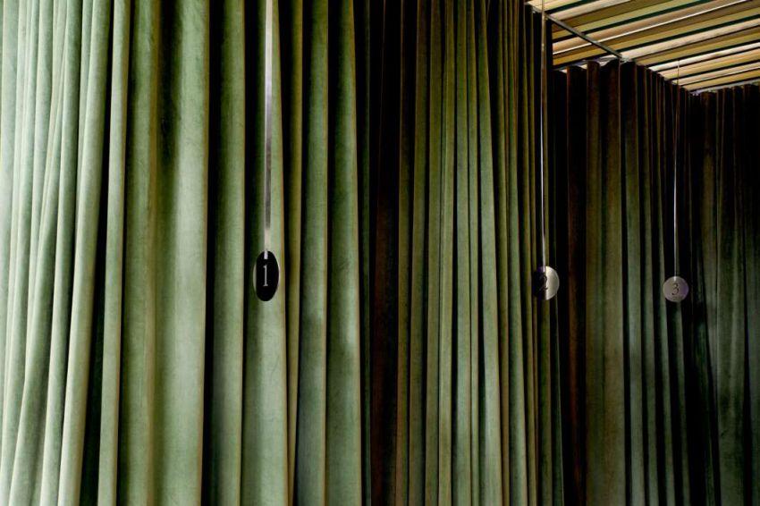 طراحی سالن زیبایی با دیوار های سبز