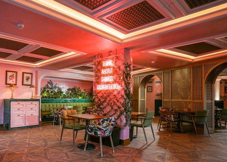 طراحی داخلی کافه با هدف ایجاد فضایی هنری