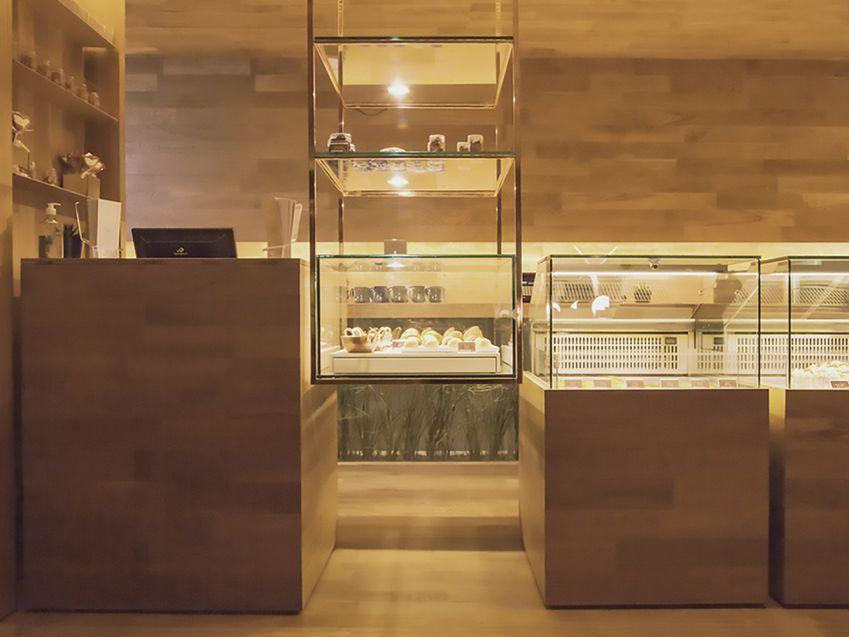 طراحی داخلی کافه قنادی مدرن