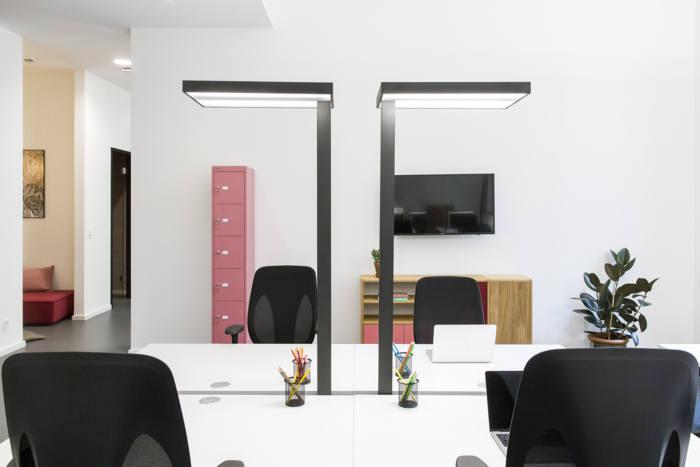طراحی دفتر کار رنگارنگ