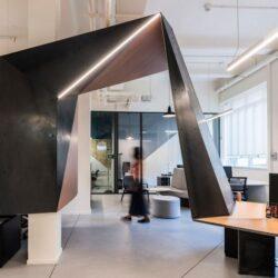 طراحی دفتر کار شرکت ردبول در میلان
