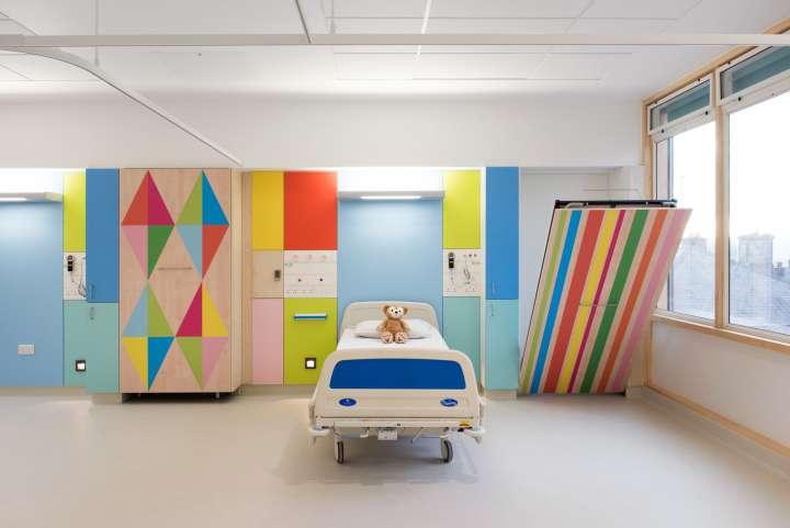 طراحی بیمارستان اطفال با فضایی رنگارنگ و کاربردی