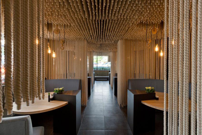 طراحی رستوران با پارتیشن های طنابی