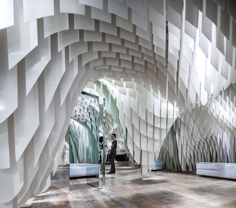 طراحی فروشگاه لباس با قطعات فایبر گلاس