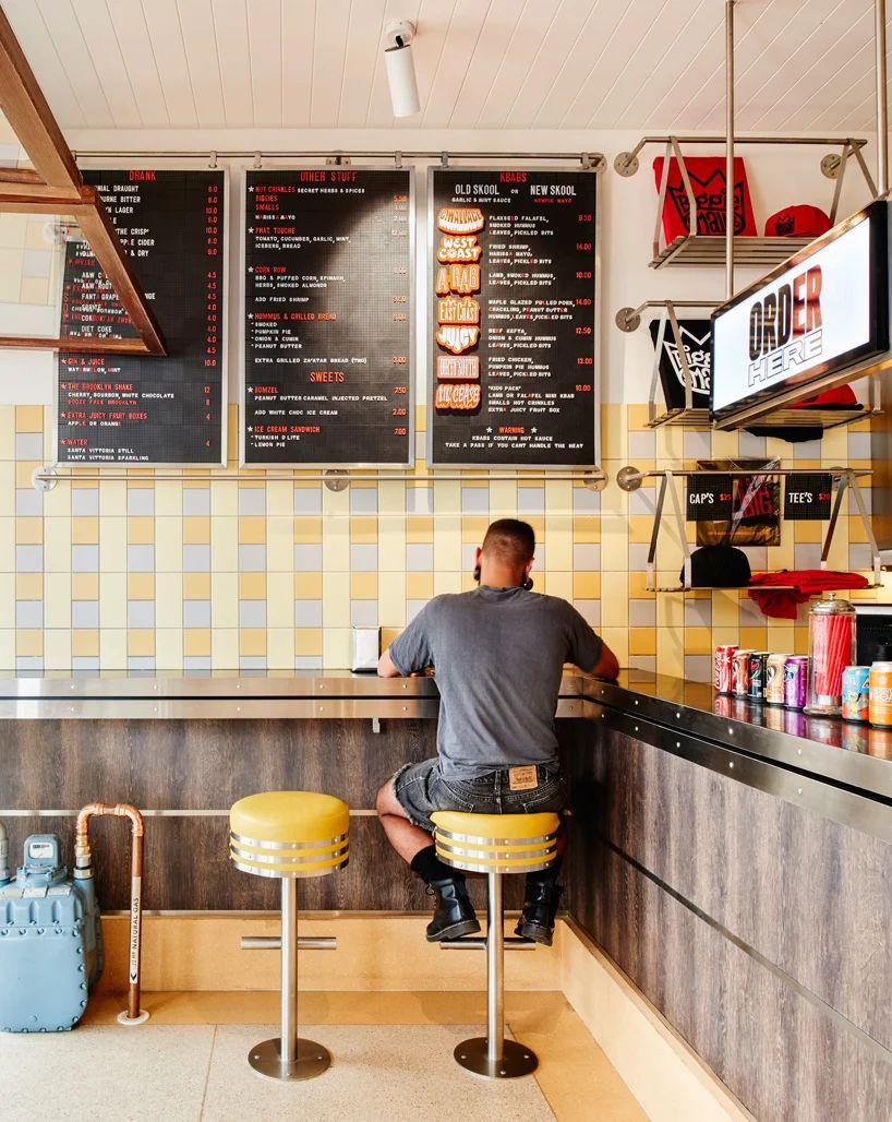 کاربرد رنگ زرد در دکوراسیون رستوران